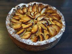 Heerlijke appeltaart met spijs. Ik heb het recept van de Albert Heijn aangehouden, maar vond deze te zoet. Na een tweede keer citroenrasp en een sap van een halve citroen te hebben toegevoegd was de taart heerlijk zoet/fris.