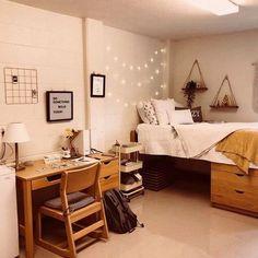 34 How To Choose Dorm Room Ideas For Girls College Boho 121 - kindledesignhome College Bedroom Decor, Cool Dorm Rooms, College Dorm Rooms, College Dorm Decorations, Usc Dorm, Girl Dorm Decor, Dorm Room Desk, Dorm Room Themes, Boho Dorm Room