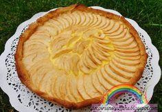 Tarte de Maçã da Mamã Ingredientes: 1 base de massa folhada 2 a 3 maçãs cortadas em rodelas meia lua açúcar baunilhado q.b. Ingredientes para o creme de pasteleiro: 250ml de água 250ml de leite 150g de açúcar 75g de farinha maizena 2 gemas 2 ovos 1 casca de limão 1 colher de sobremesa de …