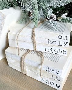 Are you searching for images for farmhouse christmas decor? Check out the post right here for unique farmhouse christmas decor ideas. This farmhouse christmas decor ideas looks entirely brilliant. Christmas Books, Christmas Signs, Christmas Projects, Winter Christmas, Christmas 2019, Vintage Christmas, Christmas Ideas, Christmas Decorating Ideas, Merry Christmas