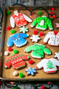 Glazed Sugar Cookies Recipe - Decorated Christmas Cut Out Cookies Recipe - Yummy Tummy Winter Desserts, New Year's Desserts, Cute Desserts, Party Desserts, Christmas Desserts, Christmas Cookies, Hot Fudge Cake, Hot Chocolate Fudge, Chocolate Cookies