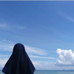 Aku tidak memiliki kelebihan yang bisa kalian banggakan. Namun terima kasih. Kerana untukku kalian selalu bertahan. Ada banyak kemungkinan yang lebih baik dari aku. Namun terima kasih. Kerana kalian tetap lebih memilih berada di jalan ini bersamaku. Terima kasih kerana selalu memberi semangat buat aku teruskan. Dan letakkan kepercayaan yang sangat buat aku rasa. Aku tak layak untuk dapatkannya. Percayalah aku adalah seseorang yang paling beruntung kerana memiliki kalian. Aku paling bersyukur Hijab Niqab, Muslim Hijab, Hijab Chic, Mode Hijab, Hajib Fashion, Modern Hijab Fashion, Muslim Fashion, Hijabi Girl, Girl Hijab