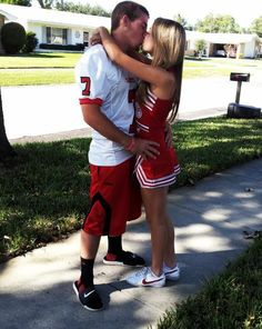 Football player and cheerleader couple looks familiarr. Football Couples, Sports Couples, Football Cheerleaders, Football Players, College Couples, Goals Football, Sports Pics, Football Relationship, Cute Relationship Goals