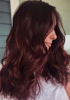 A burgundy hair shade will work great for ladies who love making a statement with their tresses but hesitate to go super bright like violet, green, or blue. Burgundy will work great in this case because it can be vivid and it can be subtle. Hair Color Highlights, Hair Color Dark, Cool Hair Color, Dark Hair, Peekaboo Highlights, Hair Colors, Dark Res Hair, Natural Dark Red Hair, Burgundy Hair With Highlights