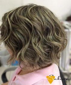 Com base geométrica e pontas desfiadas. A textura do bob hair pede ondas soltas. #sakurastudiohair #amamosoquefazemos #amei #itajai #santacatarina #bobhair #cortedecabelo #haircutsbysakura #haircuts #hair #tendencia2016