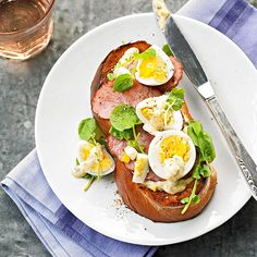 You'll have a delectable start to the day with this Ham & Egg Salad on Toast! More breakfast sandwiches: http://www.bhg.com/recipes/breakfast/breakfast-sandwiches/?socsrc=bhgpin080913eggsaladtoast=5
