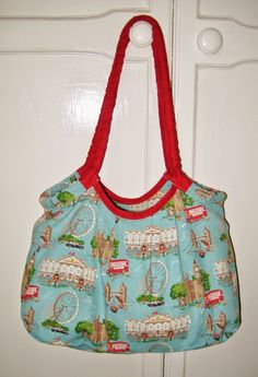 Summer Satchel Free Bag Pattern - Make a bad DIY that is big enough to bring to the beach.