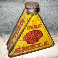 bidon huile triangle oil can tin oil triangular shell 1930 - sold for 184€ !!