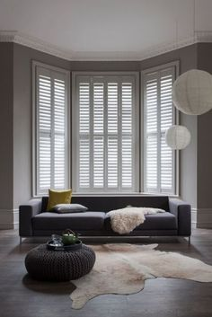 Energy-efficient Benefits of Shutters Curtains With Blinds, Cafe Style Shutters, Fall Interior Design, Home Decor Trends, Small House Design Architecture, Home Decor, Interior Design School, Living Room Designs, Mobile Home Kitchens