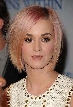 30 Most Popular Short Hairstyles for Women  The 30 Most Popular Short Hairstyles for Women This season has just begun and when you look at the latest fashion trend that has taken the worl. Blonde Bob Hairstyles, Choppy Bob Hairstyles, Popular Short Hairstyles, Summer Hairstyles, Hairstyles Men, Braided Hairstyles, Katy Perry, Blonde Bob With Bangs, Blonde Hair