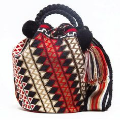 Handmade Limited Edition Hermosa Wayuu bags are rare art. Only small amounts are made because of the complexity and method to produce a single Bucket Bag - Tapestry crochet inspiration! Tapestry Bag, Tapestry Crochet, Knit Crochet, Crochet Handbags, Crochet Purses, Crochet Bags, Mochila Crochet, Boho Bags, Clutch