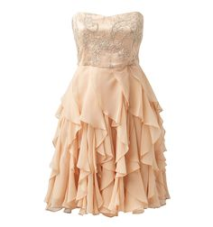 Beautiful dress. If it were longer I would wear it to prom this year.