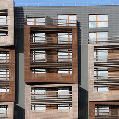 Het Sloveense architectenbureau OFIS ontwierp het elf verdiepingen hoge gebouw met studentenwoningen.