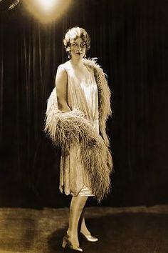 Roaring 20s Flapper - love the scalloped hemline.