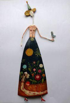 Gente! Ela é talentosa, criativa, faz os bonecos mais lindos que já vi e ainda por cima tem o cabelo ruivo e a cara cheia de sardas??? É demais isso!! Será que ela se inspira nela mesma?? Juliana Bolini nasceu e estudou Artes plásticas em Buenos Aires... #artistaplástica #bonecoslúdicos #fadas