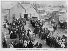 Heritage et AL: The Womens Suffragette movement in NZ and Britain  women voting at the Drill Hall in Rutland St, Auckland, 1899