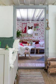 Rustic scandinav cu accente de verde, roșu și galben | Jurnal de Design Interior