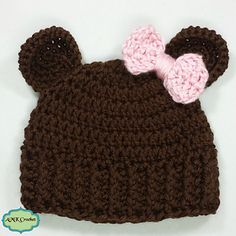 Free pattern for a simple and sweet little bear hat.                                                                                                                                                                                 More