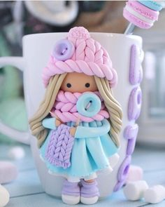 mug cup Perfect cup for Would you like one of those? Please comment yes or no Tag a friend who would love it Polymer Clay People, Polymer Clay Tools, Polymer Clay Figures, Cute Polymer Clay, Fimo Clay, Polymer Clay Charms, Polymer Clay Projects, Polymer Clay Creations, Clay Crafts