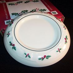 Longaberger Pottery Trivet Traditional Holly Christmas