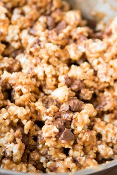 Reese's Krispies Popcorn - Oh Sweet Basil. I think the reeses cups might be too much. Maybe just chocolate and butterscotch and peanut butter chips added when the popcorn has cooled slightly so the chips are softened but not completely melted. Yummy Snacks, Delicious Desserts, Snack Recipes, Dessert Recipes, Cooking Recipes, Yummy Food, Reese's Recipes, Köstliche Desserts, Plated Desserts