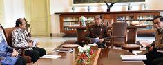 Presiden Jokowi saat menerima Ombudsman Republik Indonesia di Istana Kepresidenan Bogor, Jawa Barat, Kamis (7/12).  BOGOR ,07 Dec 2017-Presiden betul-betul berharap supaya ada perbaikan di …