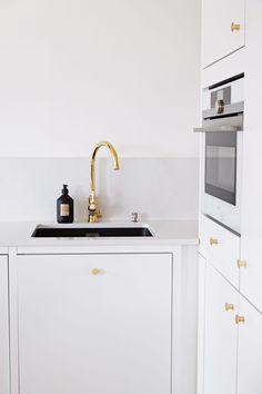 Petra-keittiöt Raami Petra, Kitchen Dining, Vanity, Bathroom, Kitchens, Home Decor, Painted Makeup Vanity, Washroom, Homemade Home Decor