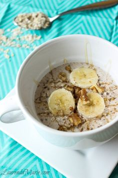 Honey Cinnamon Overnight Oats: ½ cup whole oats ½ cup coconut milk (So Delicious) 1 tsp chia seeds 1 tsp pure honey ¼ tsp cinnamon Fruit for topping (optional) Nuts for topping (optional) Additional milk for topping (optional) Clean Eating Breakfast, Quick Healthy Breakfast, Breakfast Recipes, Breakfast Club, Vegan Breakfast, Breakfast Ideas, Health Breakfast, Oats Recipes, Dog Treat Recipes