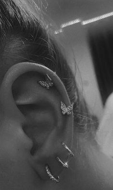 Pretty Ear Piercings, Ear Piercings Chart, Ear Peircings, Unique Body Piercings, Different Ear Piercings, Types Of Piercings, Bijoux Piercing Septum, Piercing Tattoo, Ear Piercings Conch