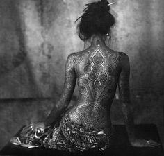 Take a look at Matthieu Robin Mandala tattoo. Have a look Matthieu Robin – Tattoo L, Mandala Tattoo, Back Tattoo, Body Art Tattoos, Mandala Art, Raven Tattoo, Tattoo Female, Tattoo Girls, Girl Tattoos