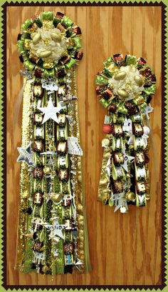 Custom Homecoming Mum and Garter by House of Flowers, Roswell NM Football Homecoming, Homecoming Ideas, Mum Bouquet, Bouquets, Mums The Word, Arts And Crafts, Diy Crafts, School Events, Corsage