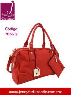 Obsesiónate con el color rojo de esta bolsa