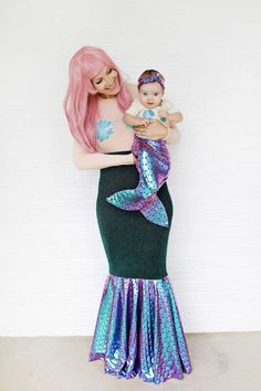 Disney Costumes Make a mermaid costume for you and your baby with this easy sewing tutorial. - Find the best Easy Disney Costumes for this Halloween. Inspiring DIY Ideas and Sewing Patterns for all the Family that you can make last minute. Costumes Disney Faciles, Easy Disney Costumes, Diy Costumes, Woman Costumes, Adult Costumes, Couple Costumes, Group Costumes, Costume Ideas, Carnival Costumes