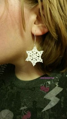 virkatut lumihiutale korvikset - crocheted snowflake earrings