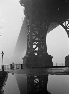 inritus:    Fog in New York, January 1, 1950. Photographed by Walter Sanders.