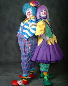 Of course clowns are up-to-date scary! Halloween Circus, Circus Clown, Circus Theme, Halloween Costumes, Clown Pics, Cute Clown, Clown Party, Female Clown, Send In The Clowns