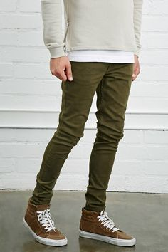 Style Deals - A pair of slim-fit jeans with a five-pocket construction and a zip fly. Olive Skinny Jeans, Skinny Guys, Jeans Pants, Khaki Pants, Smart Casual Men, Latest Trends, Street Wear, Mens Fashion, My Style