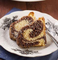 Мягкий и нежный пирог из светлого и темного теста с нежным сливочным вкусом