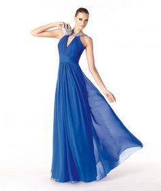 Modelo Rafaella. Vestidos de Fiesta 2014: el azul marca tendencia. Colecci�n Trajes para Bodas Pronovias.