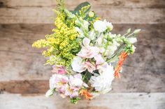 Wedding Flowers - @vweddingportuga #weddinginportugal #vintageweddinginportugal #vintagewedding #portugalwedding #weddingportugal #weddingsinportugal #myvintageweddinginportugal #rusticwedding #rusticweddinginportugal #thequinta #weddinginsintra