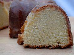Pound Cake de Coco y Buttermilk (Coconut Buttermilk Pound Cake)