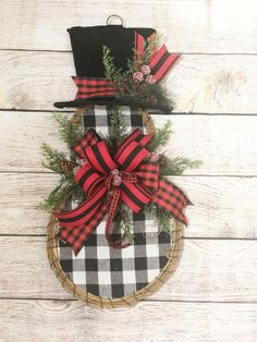 Dollar Tree Crafts, Christmas Projects, Holiday Crafts, Holiday Decor, Best Christmas Decorations, Rustic Christmas Crafts, Snowman Door, Snowman Wreath, Christmas Ornament Wreath