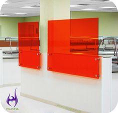 Divisória feita com acrílico laranja.  Dividing produced with orange acrylic.