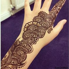 Mehndi henna designs are always searchable by Pakistani women and girls. Women, girls and also kids apply henna on their hands, feet and also on neck to look more gorgeous and traditional. Arabic Bridal Mehndi Designs, Rajasthani Mehndi Designs, Full Hand Mehndi Designs, Mehndi Designs 2018, Mehndi Designs For Beginners, Mehndi Designs For Girls, Mehndi Designs For Fingers, Dulhan Mehndi Designs, Henna Tattoo Designs