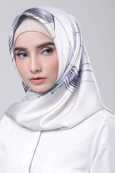 Beautiful woman in Hijab Arab Girls Hijab, Girl Hijab, Muslim Girls, Muslim Women, Bridal Hijab, Wedding Hijab, Muslim Hijab, Muslim Dress, Lily Chee