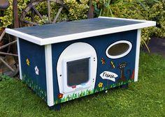 Katzenhaus personalisiert mit individuellem Namensschild - Handbemalt - Katze - Outdoor - Indoor - Individualisierung - Katzenhütte - Katzenvilla - Schlafplatz - draußen - isoliert - pappe