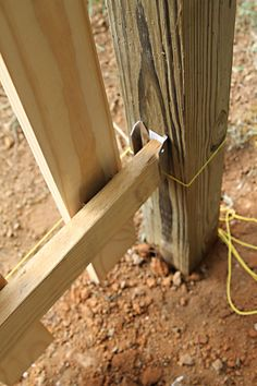 Pallet Fence, Diy Fence, Fence Landscaping, Backyard Fences, Modern Landscaping, Pallet Planters, Fence Ideas, Backyard Ideas, Wood Fence Design
