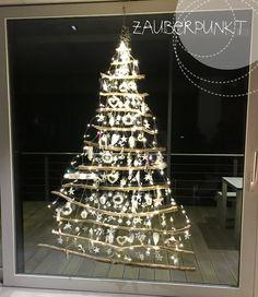 Weihnachtsbaum am Fenster