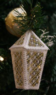 Terug naar 't kantkussen. Advanced Embroidery, Bobbin Lace Patterns, Interactive Art, Crochet Doilies, Xmas, Christmas, Embroidery Designs, Diy, Bobbin Lace