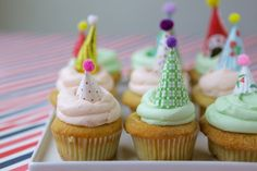 Hip Hostess: Party hat cupcake toppers!